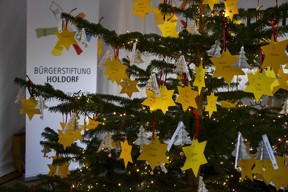 20-Weihnachtsmarkt-Sozialer-Tannenbaum